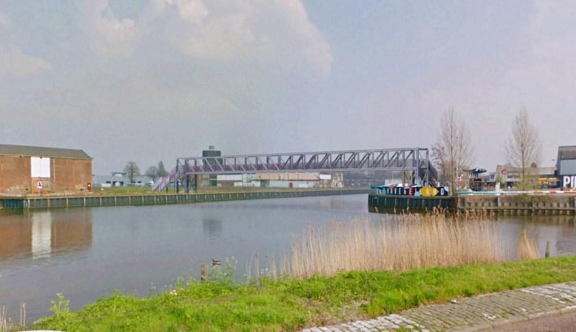 Tijdelijke brug in de Belcrumhaven
